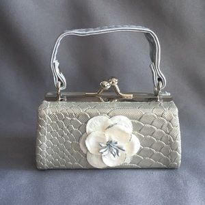 Silver & White Flower & Faux Snake Skin Coin Purse